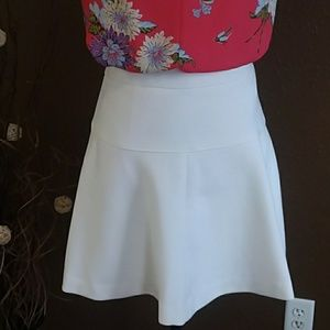 Banana Republic off white mini skirt size 0 petite